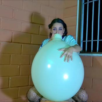B2P 013 - Blowpop 24'' Balloon