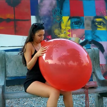 B2P 016 - Blowpop with 24'' Balloon